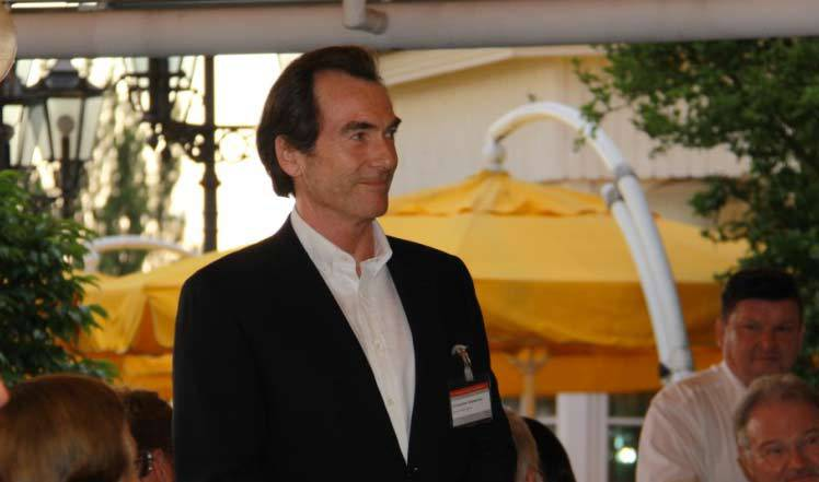 Im Namen aller GTS-Mitglieder wird Christopher Wasserman mit dem GTS-Ehrenring im Juni 2015 ausgezeichnet. (Foto: GTS e.V. / Christian Penszior)